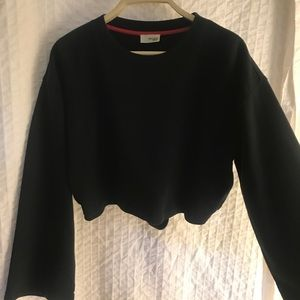 Cropped Wilfred black crew neck with an open back